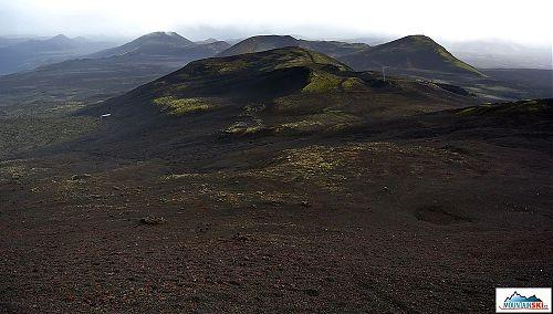 Jediná zeleň široko daleko – 939 metrů vysoký Raudkembingar
