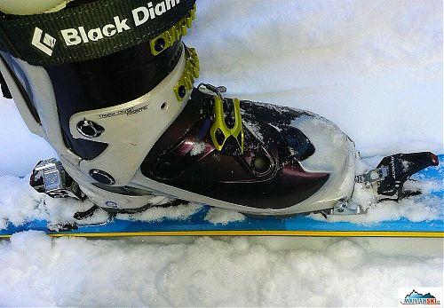 Skialpové boty Black Diamond ve skialpovém vázání testovaných lyží