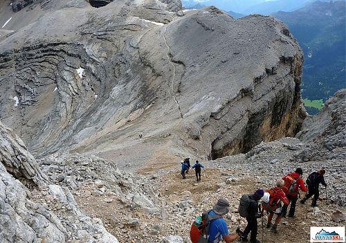 Zostup z vrcholu La Varella - 3055 m