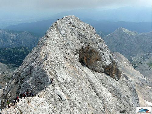 Na hrebeni Triglavu, pohľad z Triglavu na Malý Triglav