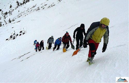 Sněhový profil musíme jít kopat bez lyží