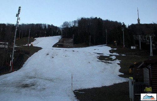 V dolní části střediska je sněhu o něco méně