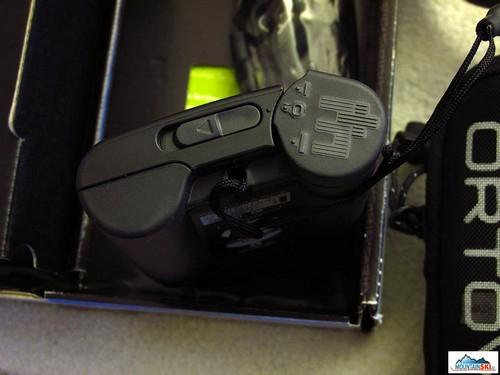 Detail vypínače ON/OFF a pohled na zadní gripy