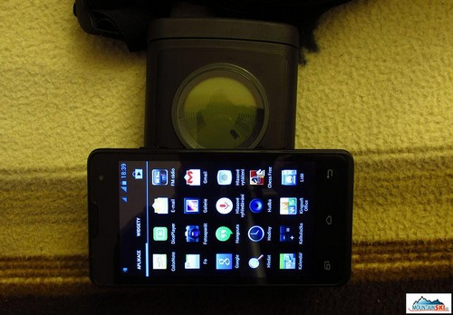 Test položeným dual-simovým mobilem, režim vysílání