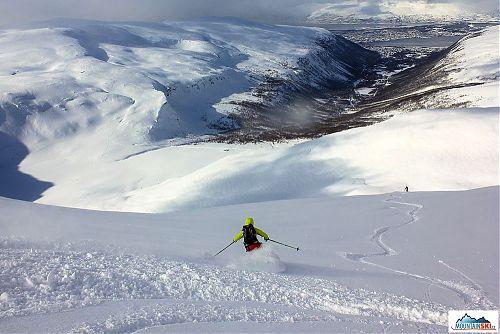 Tromsdaltinden hneď za Tromso ponúka prašanový zjazd najvyššej úrovne