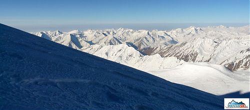 Svah na západní Kazbek, po kterém jsme se sápali nahoru