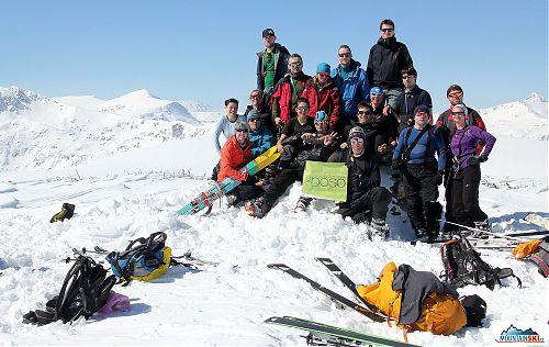 Celá skupina na 2531 metrů vysokém vrcholu Srednia vrah
