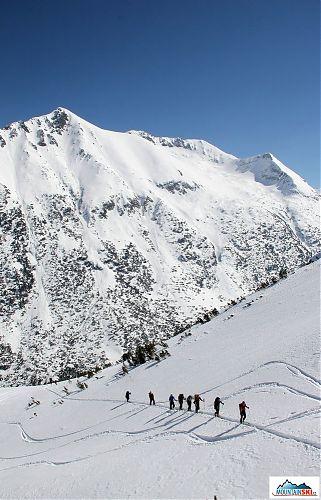 Šlapali jsme do kopce a křižovali den staré lyžařské sjezdové stopy