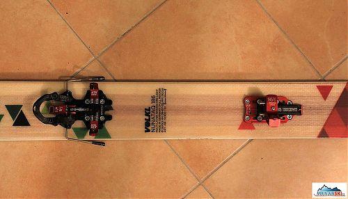 Na relatívne širokej lyži sa viazanie trošku stráca, červená fara bude pasovať k farbe nechtov