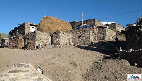 Vesnice Xinaliq ve výšce 2150 metrů