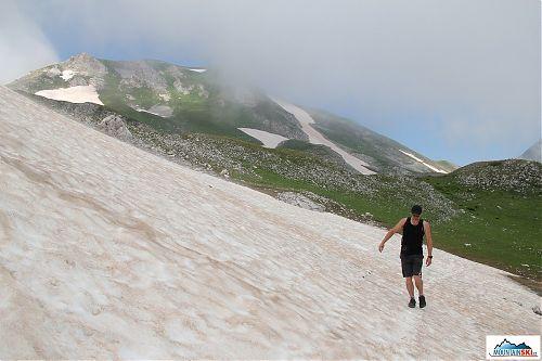 Traverzování jednoho z mnoha sněhových polí