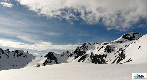 Začátkem května je pod Grossglocknerem ještě spousta sněhu