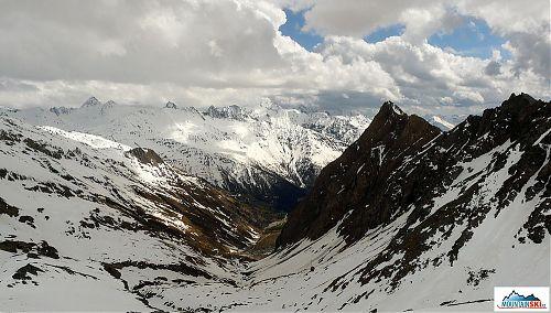 Alpy pokryté květnovým sněhem