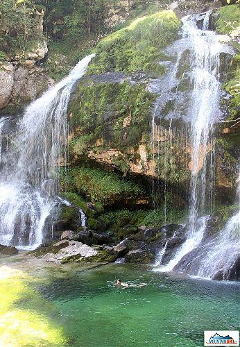 Sobotní zchlazení pod vodopádem Virje se po horkém dnu hodilo