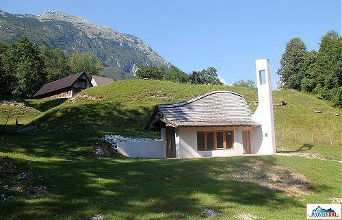 Stavby v Julských Alpách nedaleko Bovce