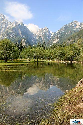 Horní jezero Laghi de Fusine, aneb nástupní místo k přechodu pod Mangartem