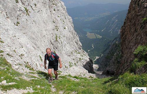 Těsně pod sedlem Forc. della Lawina ve výšce 2055 metrů