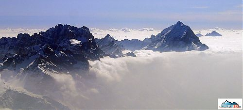 Výhled z vrcholu Tofany di Dentro, v pozadí Král Dolomit Antelao
