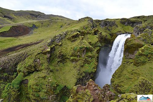 Na krátkém toku řeky Skógá napočítáte více jak dvacítku impozantních vodopádů