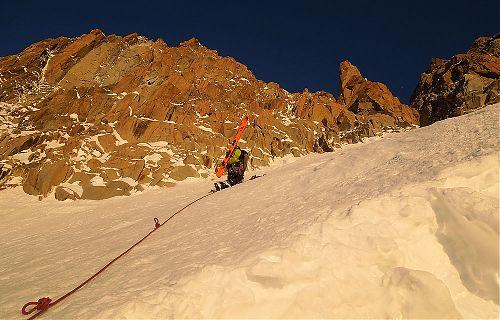 Mt. Maudit, východní žlab při východu slunce s kamarádem na laně - co víc si přát?