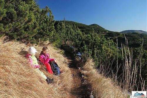 Svačina s parádními výhledy na jih od hřebene Nízkých Tater