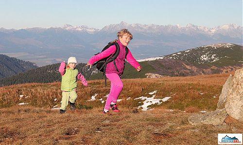 Jakmile se objevilo sebemenší množství sněhu, hned stoupla fyzická aktivita při koulování a honění se
