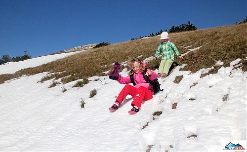 Sestup ulehčen díky jízdě na sněhu