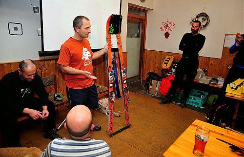 Rychlé sestavení provizorního svozného prostředku s použitím setu K2 The Shaxe a lyží TUA Excalibur