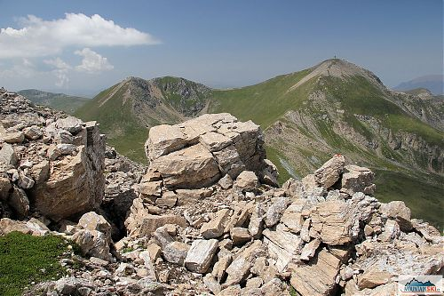 Výhled z 2704 m na Titov vrv a vlevo Turčin (2702 m)