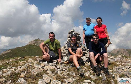Fakultativního výletu na Turčin (2702 m) se zúčastnila tato česko-slovenská pětice (a fotograf)