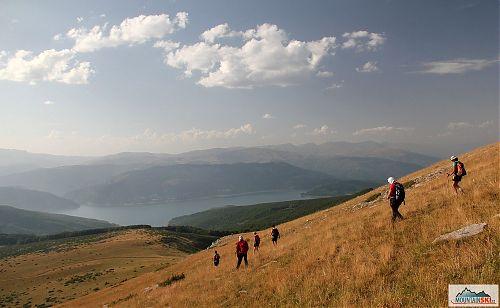 Sestup ze Sandaktashe k jezeru Mavrovo