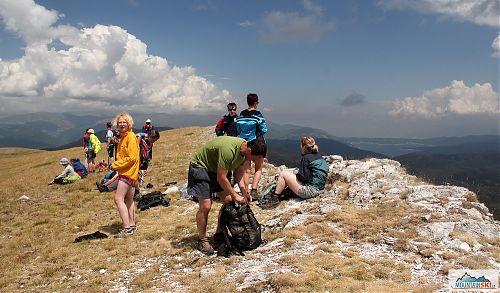 Svačina na vrcholu Medenica, do deště ještě chvíle zbývá