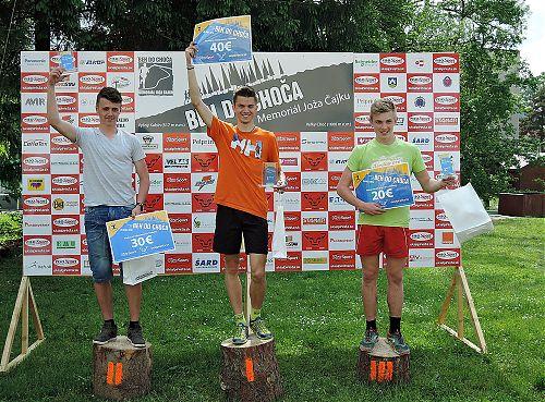 Vítězové juniorské kategorie na Behu do Choča - první David Novák