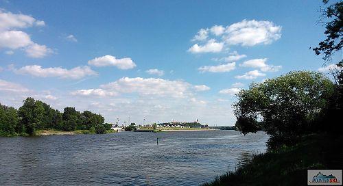 Na soutok Labe a Vltavy dohlíží mělnický zámek