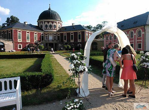 Svatební veselí na zámku ve Veltrusech