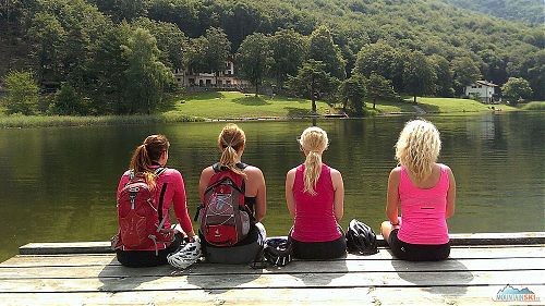 Dámský relax u jezera