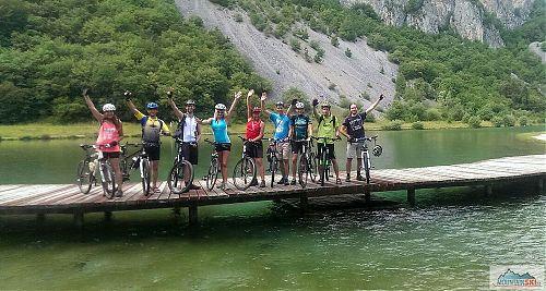 Naší hlavní činností byla jízda na kole všude možně, i tady