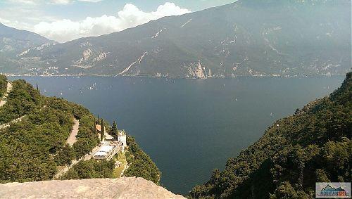 Proč jet s kolem na Lago di Garda? Tato fotka dost napoví...