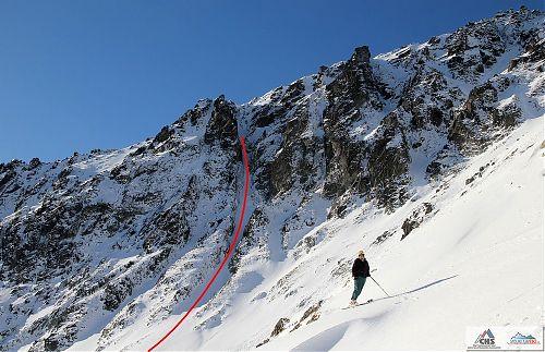 Ropák pózuje před jedním ze skialpových sjezdů ve Velké Studené dolině