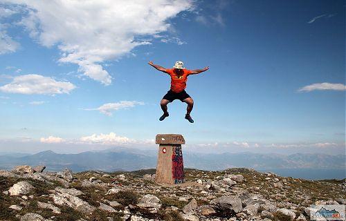 Další oblíbená činnost na vrcholu Magaro, vpravo Golemo Prespansko jezero, zatímco vlevo je Ohrid