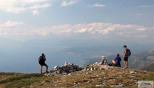 Vyhlídka na Ohrid při sestupu z Magaro