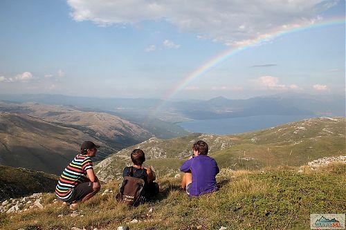 Ukázková duha nad Prespanským jezerem
