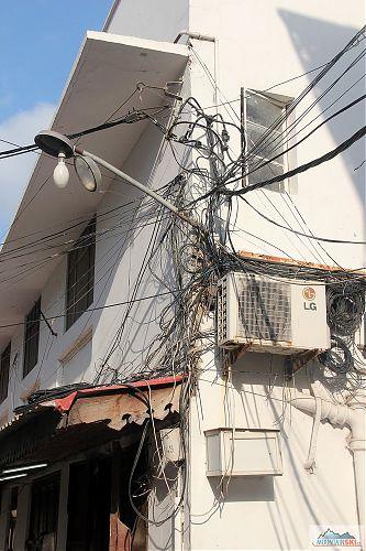 Typická elektroinstalace na Zanzibaru