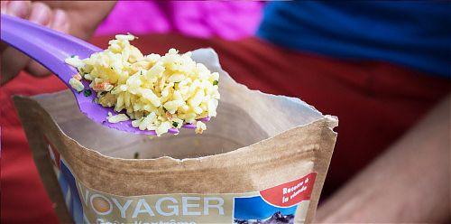 Pytlík od jídla Voyager je v terénu určen ke spálení