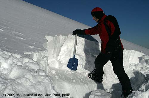 Sněhu bylo místy ivíce než dost