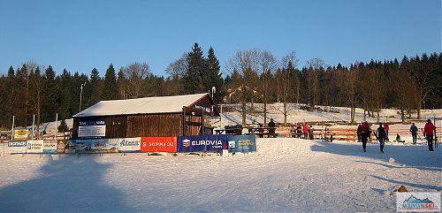 V Bedřichově bylo lidí i sněhu dost
