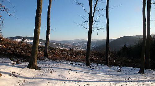 Býval tady les... už není, takže je vidět na Vsetín