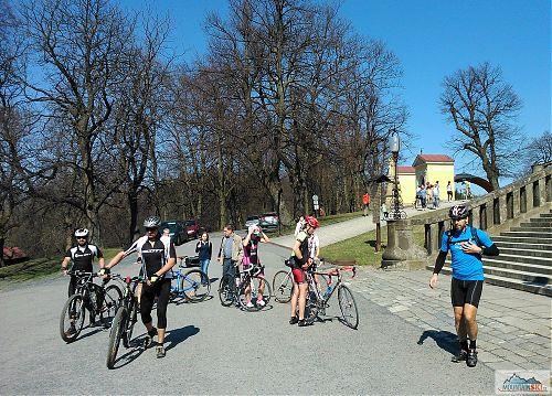Kolesari a kolesarki na Hostýně