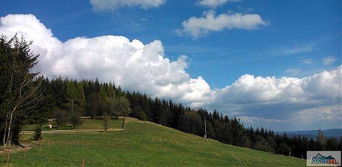 Výhled směrem na Humenec (703 m)