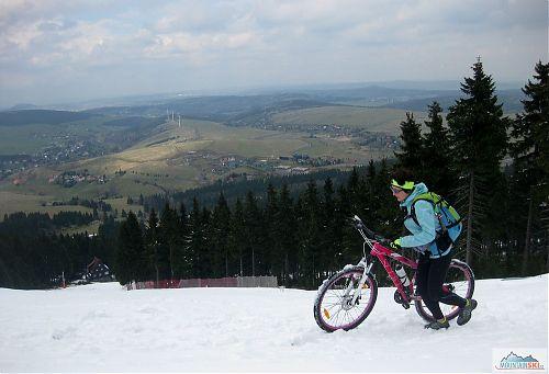 Na Klínovci se na konci dubna dalo ještě plnohodnotně lyžovat
